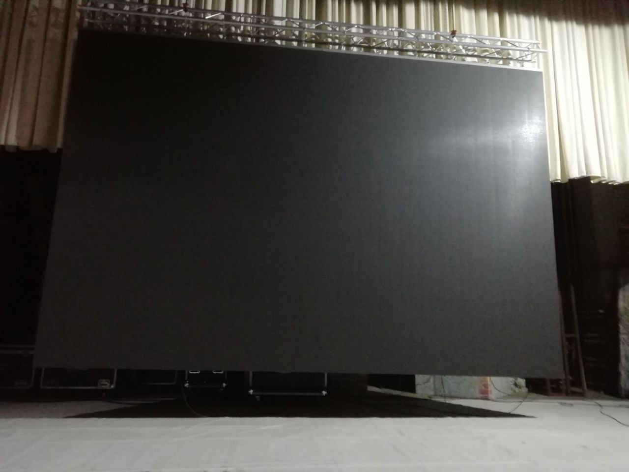 У Дворца культуры Лиды теперь свой современный светодиодный экран.