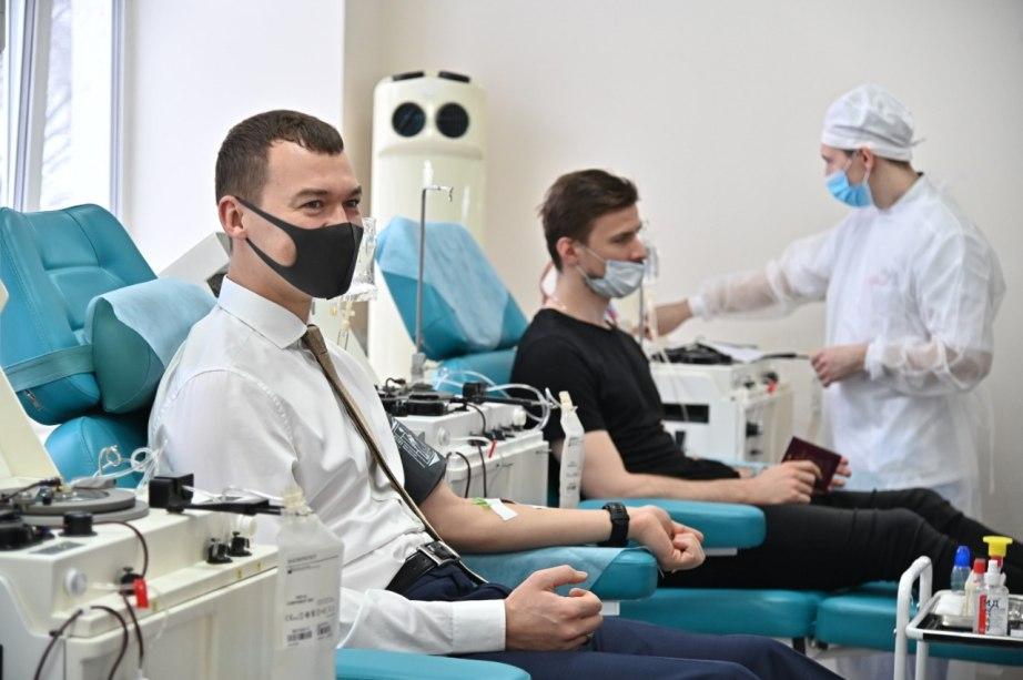 Михаил Дегтярев пополнил банк антиковидной плазмы