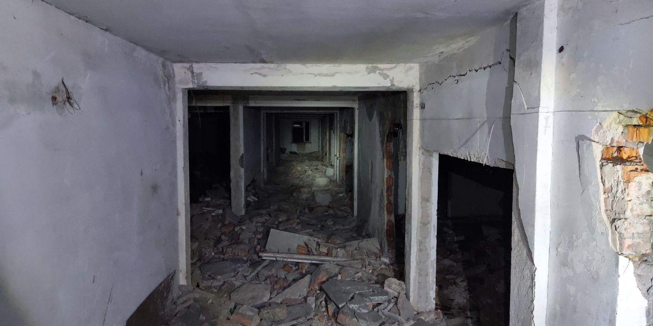 Заброшенная шахта Чиха и офисное здание шахтеров, расположенное рядом