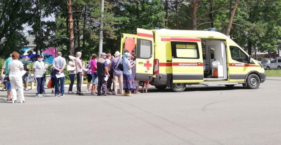 Пригороды Хабаровска вакцинируют с машин скорой помощи