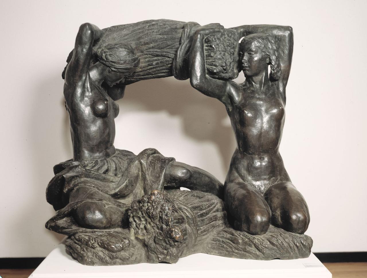 Мухина Вера Игнатьевна (1889-1953)Хлеб153 х 166 х 133 бронзаТретьяковская галерея