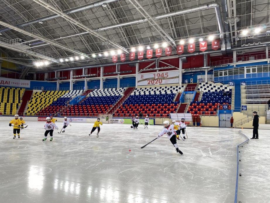 В Хабаровске стартовал Рождественский турнир по хоккею с мячом
