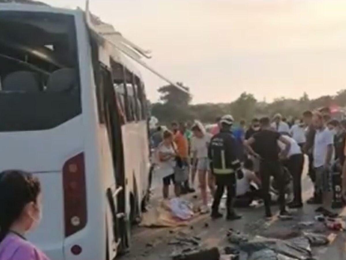 В Турции в ДТП попал автобус с российскими туристами: три человека погибли