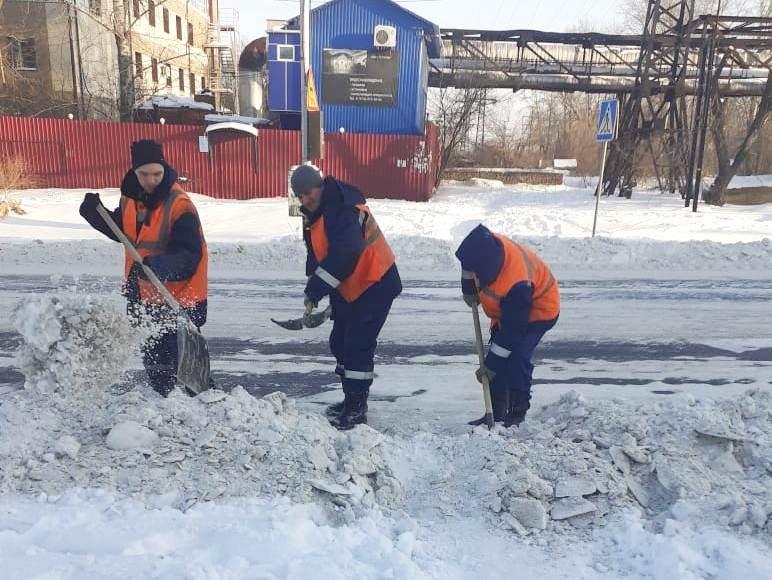 Улицы Хабаровска чистят от снега