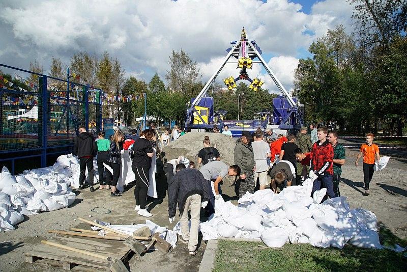 К защите Хабаровска от паводка подключились волонтеры