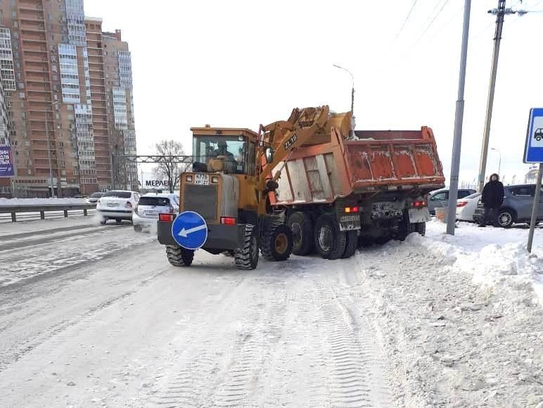 Хабаровск чистят от снега