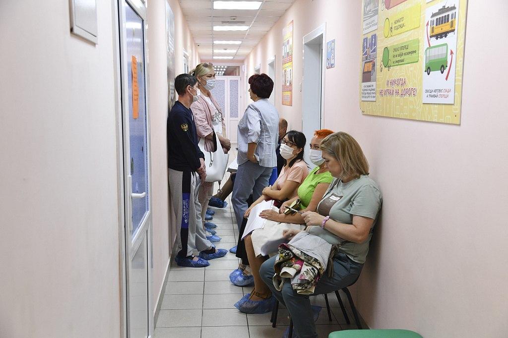 Педагогов в детских садах Хабаровска массово вакцинируют от коронавируса
