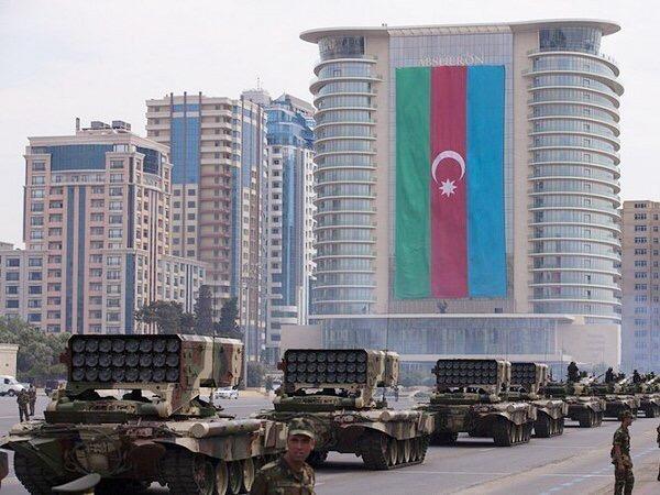 Военный парад в Баку: игра мускулами и символами