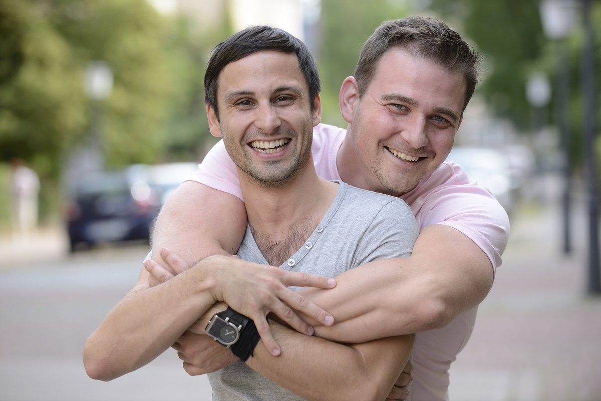 Два парня одновременно фото, секс девчонки реалити онлайн