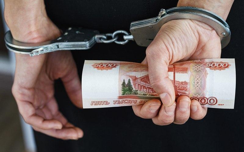 Хабаровчанин пытался откупиться от сотрудника ГИБДД за 5000 рублей