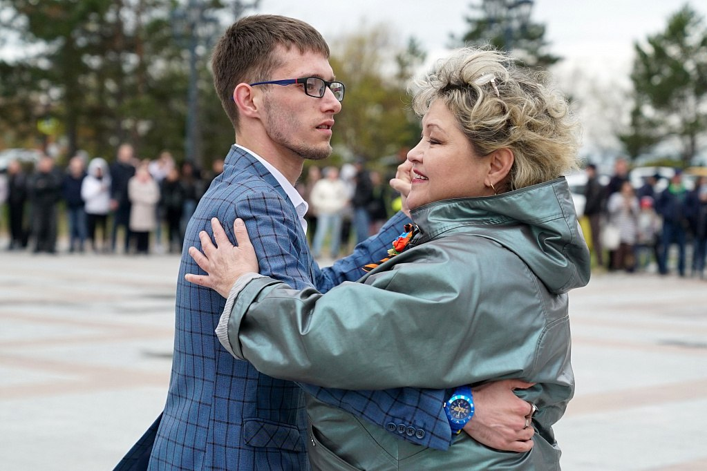 Рекордное количество пар станцевали «Майский вальс» в Хабаровске