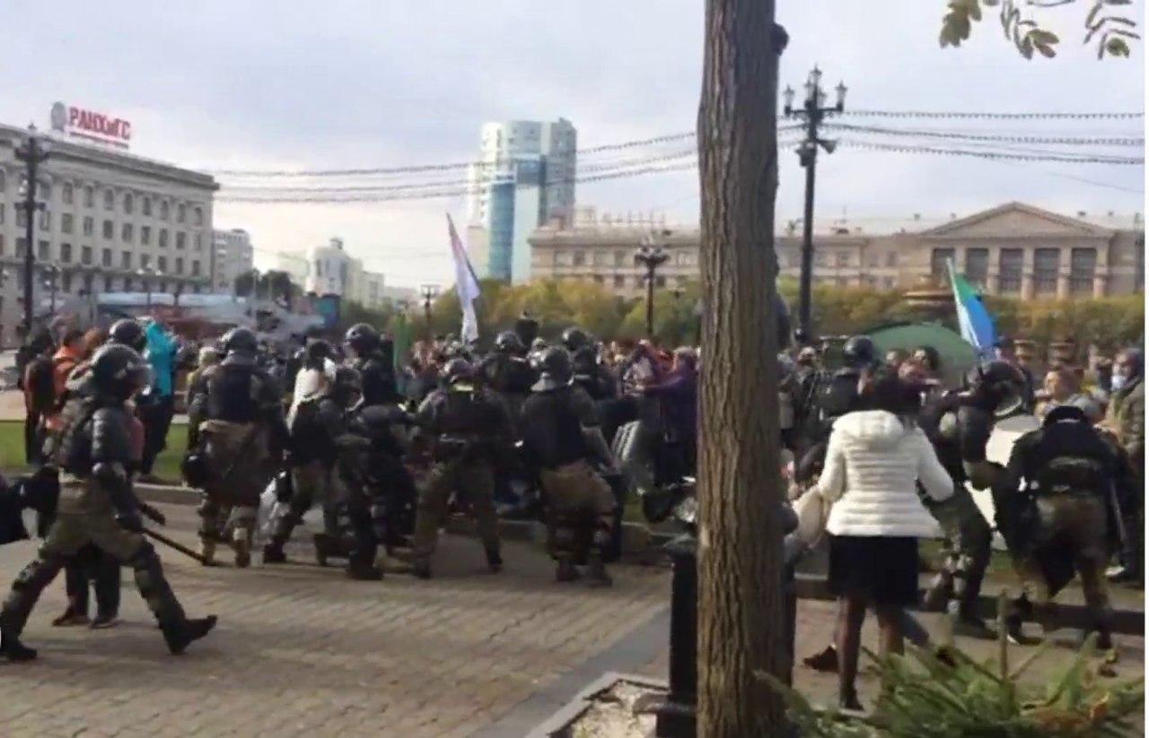 ОМОН впервые применили спецсредства и физическую силу на митинге за Фургала в Хабаровске