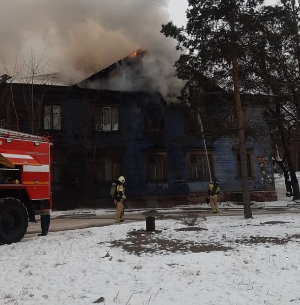 Пожар в доме по улице Мухина, 20 в Хабаровске ликвидирован