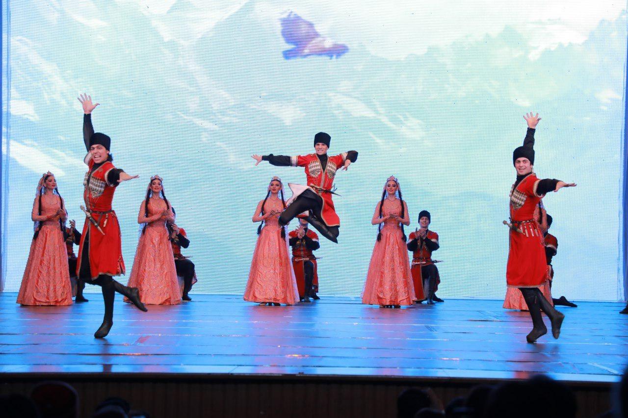 Концерт Государственного академического ансамбля танца Дагестана «Лезгинка»