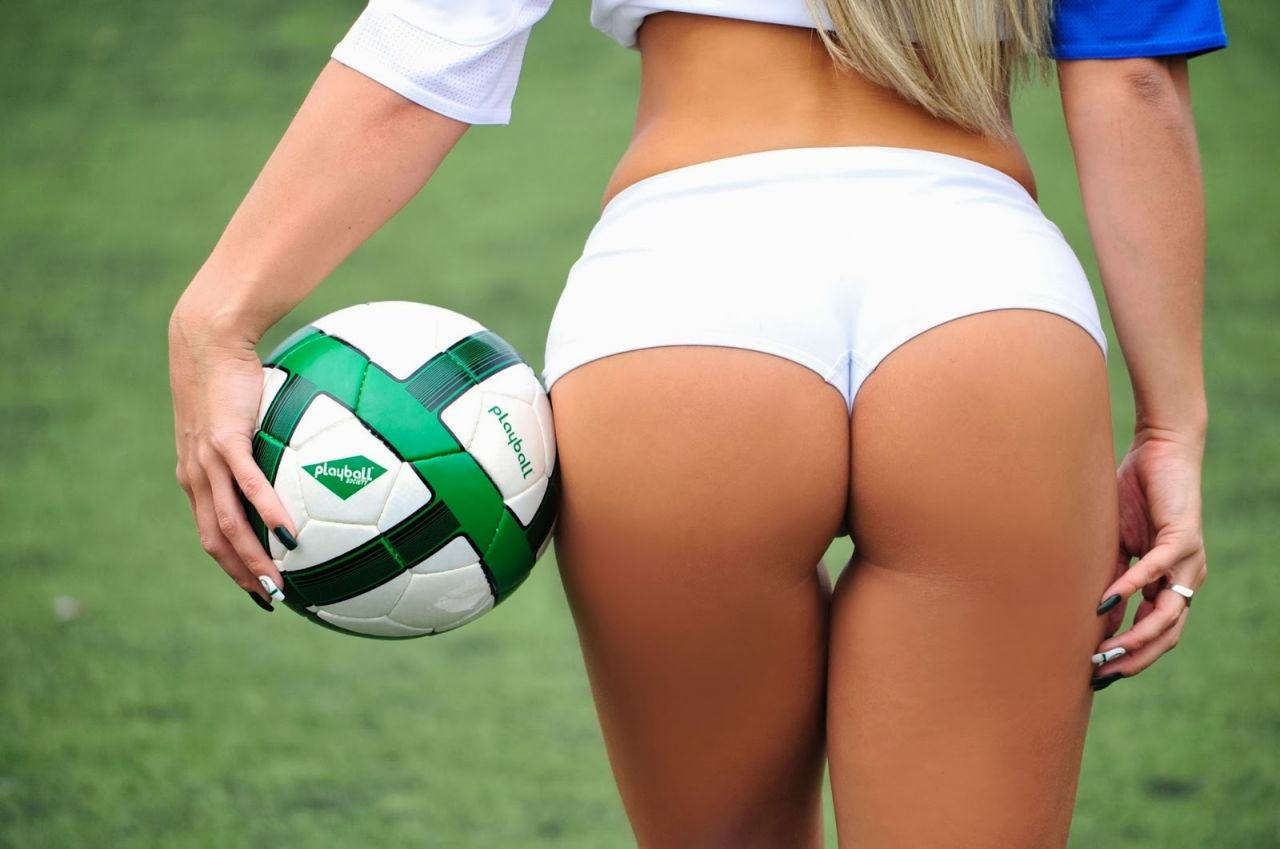 old-soccer-girl-ass-nude-gym