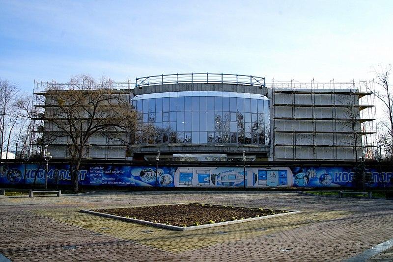 Все более завершенный вид приобретает строящийся в Хабаровске «Космопорт»