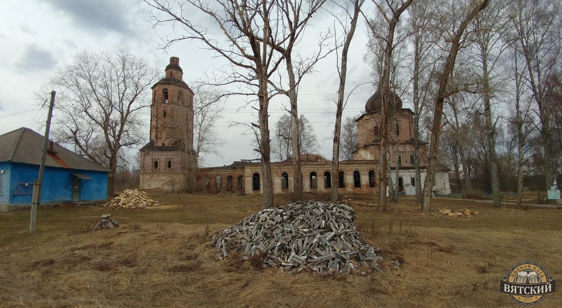 И ещё один вид с дороги на Спасскую церковь.