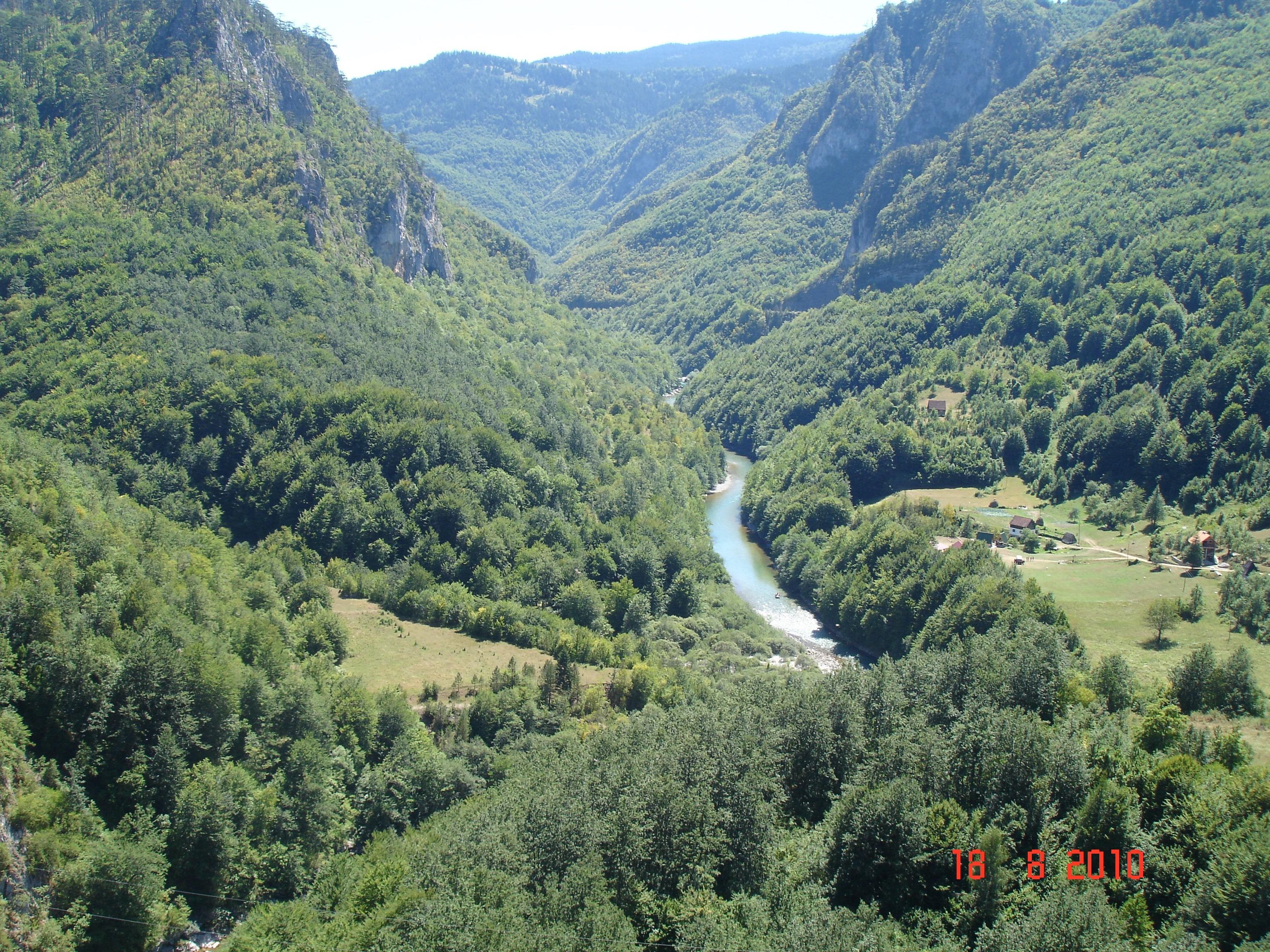 Чорногорський гірський пейзаж-маршрут