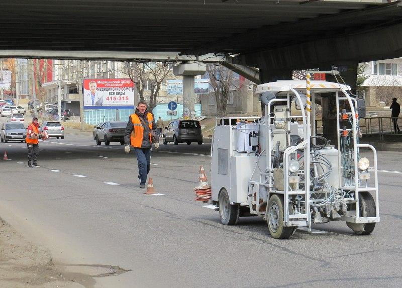 Уличную разметку обновляют на дорогах Хабаровска