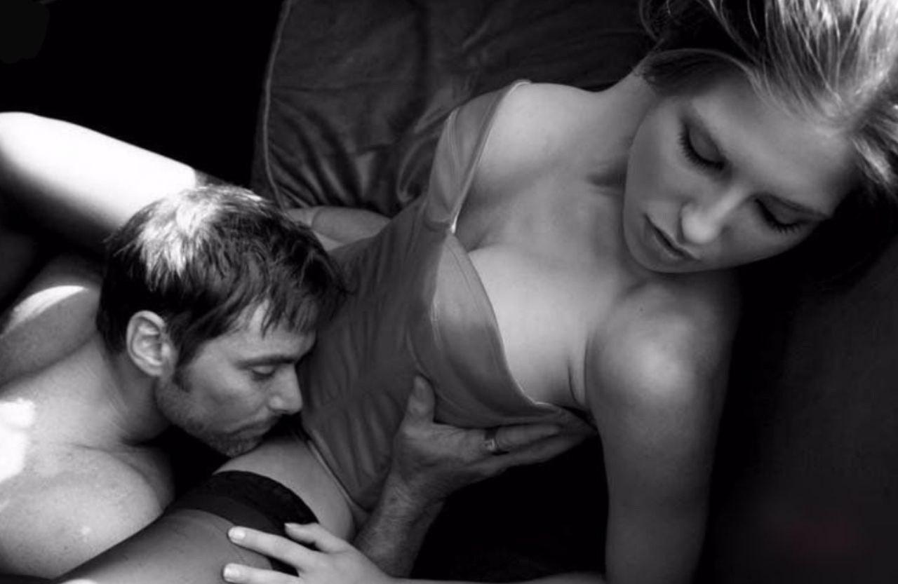 Девки почему мужчины целуют интимное место женщины