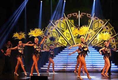 Работа за границей танцоры работа в москве вакансии без опыта для девушек