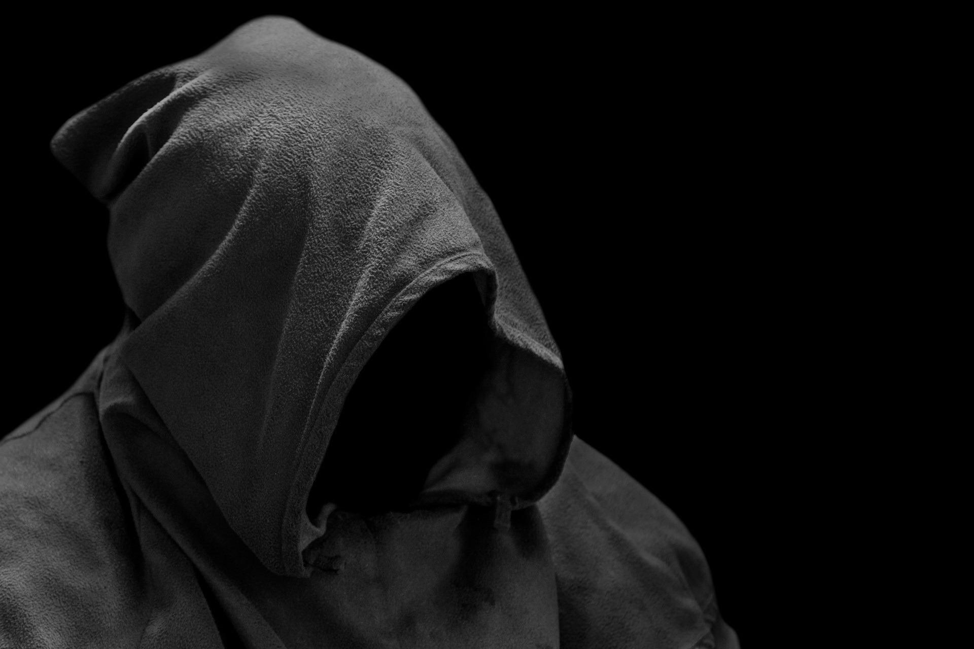 полудреме картинки человек в темном капюшоне сам
