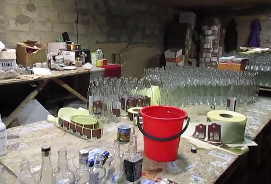 Более 2,7 тысячи бутылок контрафактной алкогольной продукции изъяли в Хабаровске