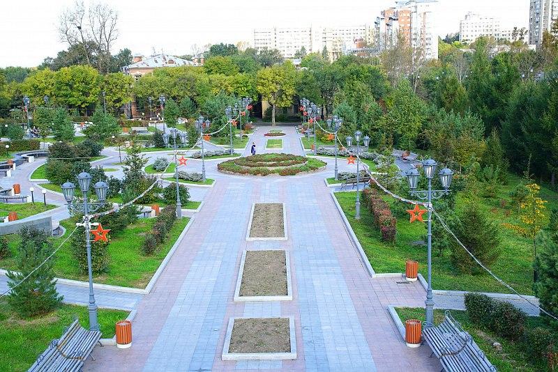 В день осеннего субботника в Хабаровске появилась новая аллея