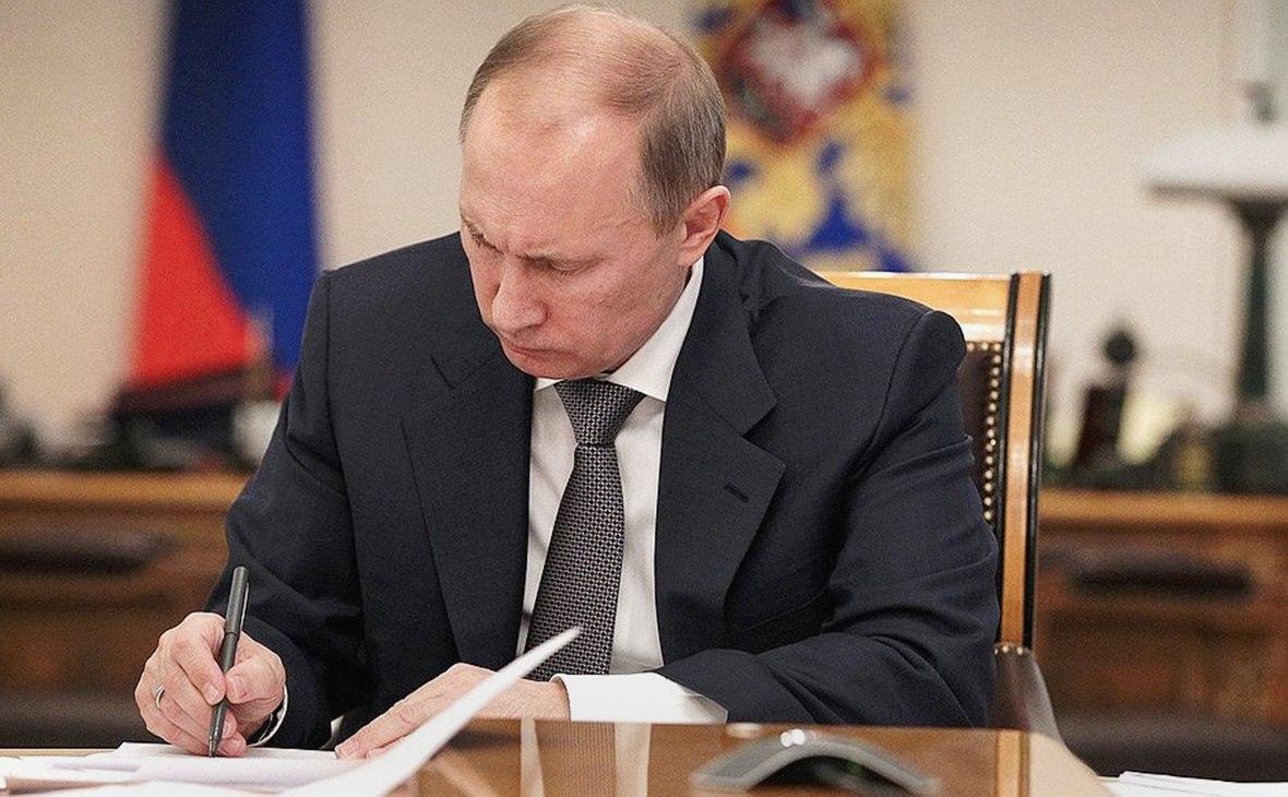 Путин подписал закон об отключении мобильников в тюрьмах