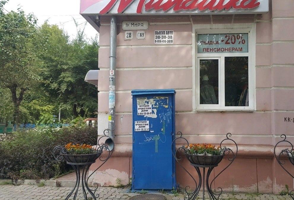 8-летний ребенок упал с 1,5-метрового телефонного распределительного шкафа в Хабаровске