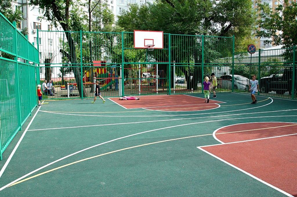 Новенькая спортплощадка появилась в одном из дворов Хабаровска