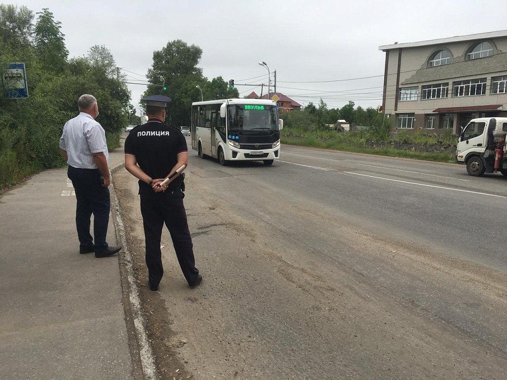 Водителя автобуса оштрафовали за езду без маски