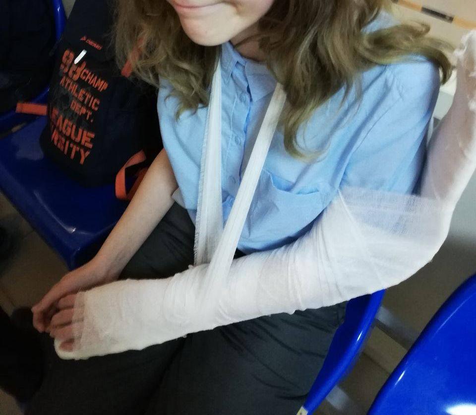 Школьница получит компенсацию за сломанную руку на пешеходном переходе Хабаровска