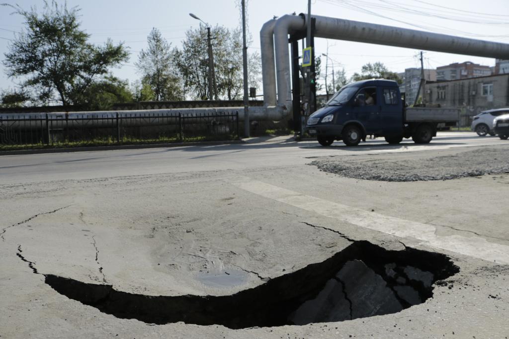 На улице Павла Морозова образовалась новая просадка грунта
