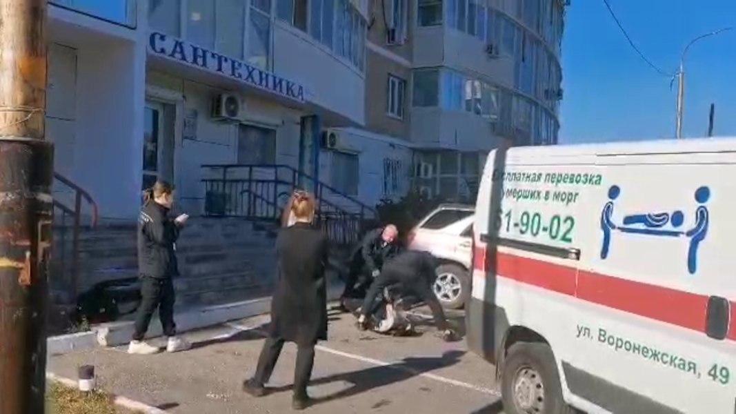 Женщина выпала из окна высотки в Хабаровске