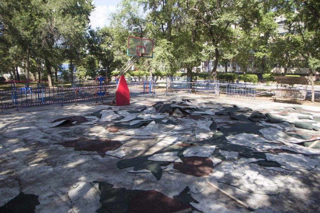 Баскетбольные площадки на центральной набережной Хабаровска закрыты на ремонт