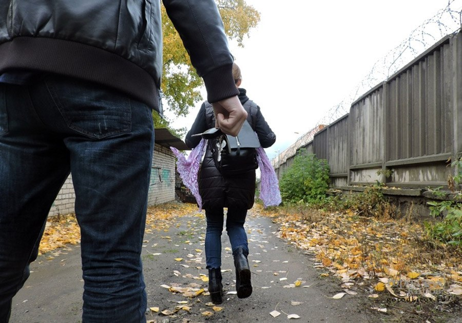 Мужчина ограбил девочку приставив к горлу нож в районе ул. Большая