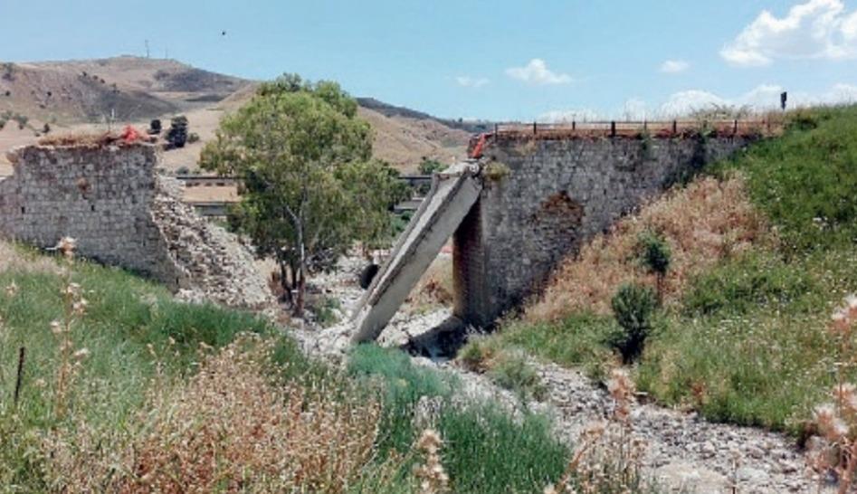 Il ponte sul torrente non è stato ricostruito Cd42a81620ee529be45f0