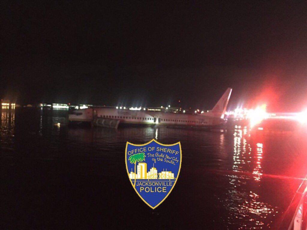 Обои ночь, Boeing 737, Самолёт, b737, tuifly, aircraft. Авиация foto 14