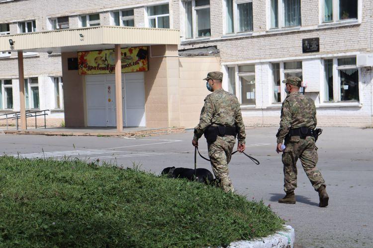ОМОН обследовал школы Хабаровска к 1 сентября