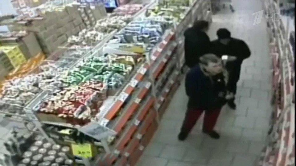 Еду, выпивку и полицейские наручники стащили из супермаркета двое Хабаровчан