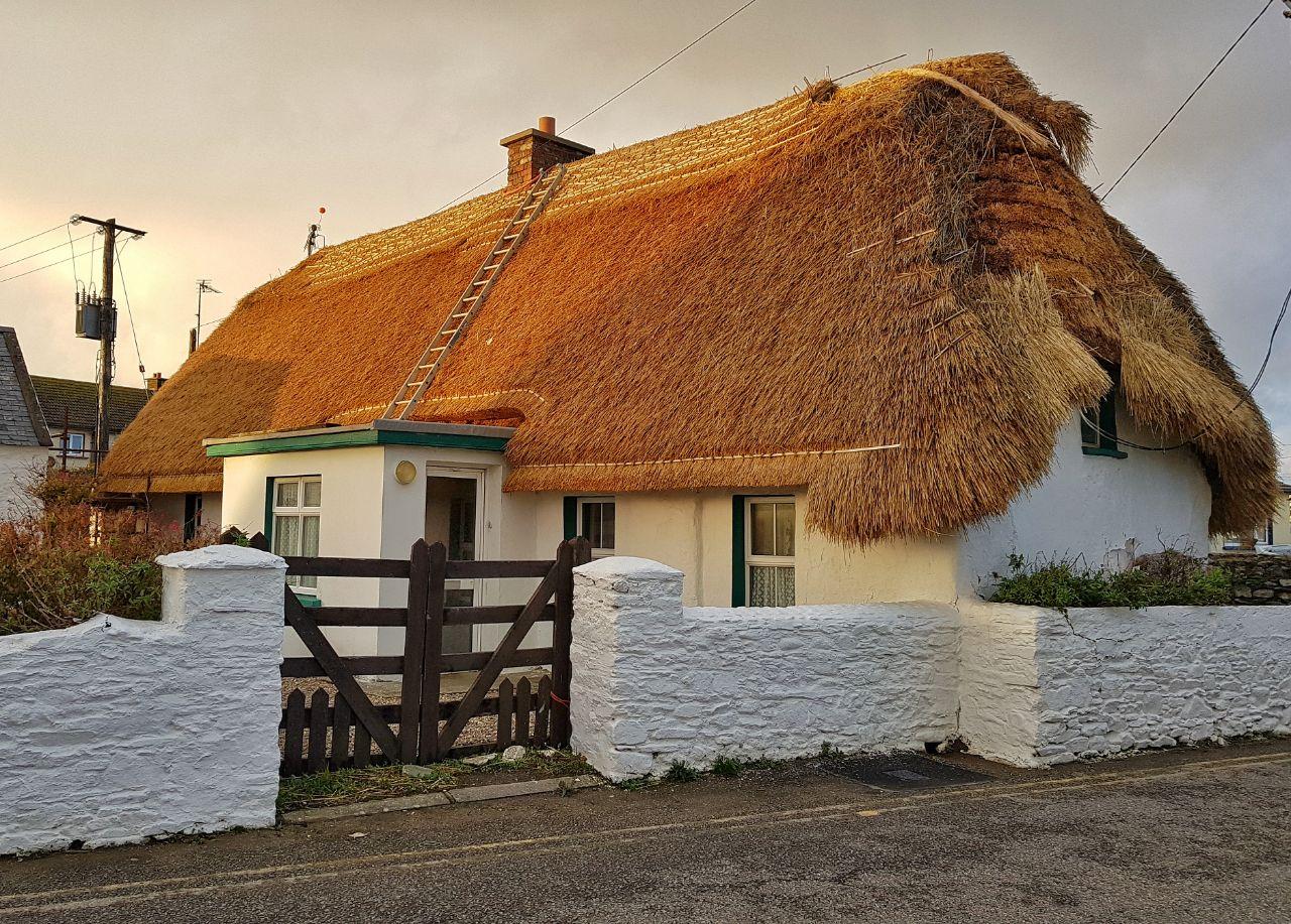 Дома с соломенными крышами фото