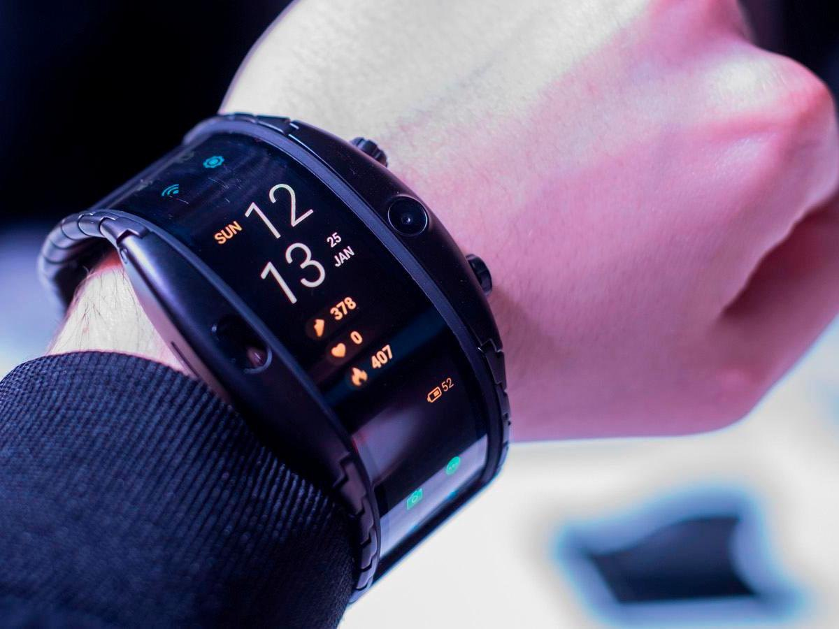 Часы смартфон ZTE NUBIA ALPHA с OLED-дисплеем