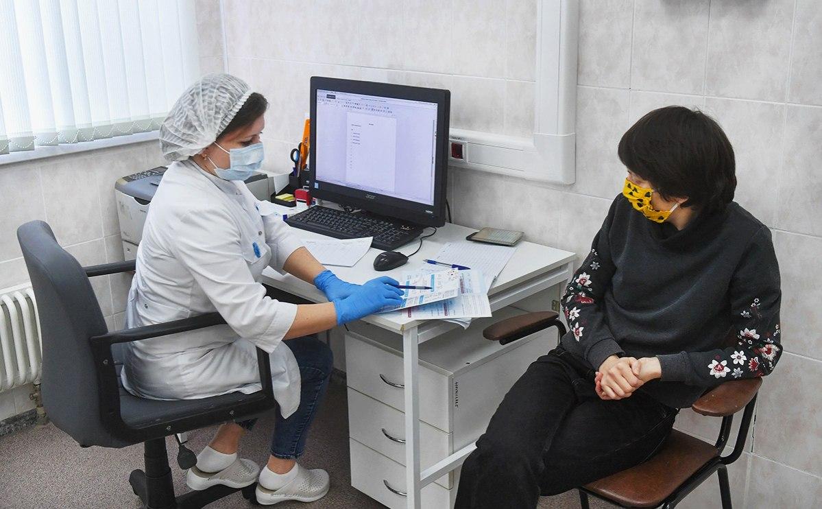 К вакцинации от коронавируса принуждают соцработников