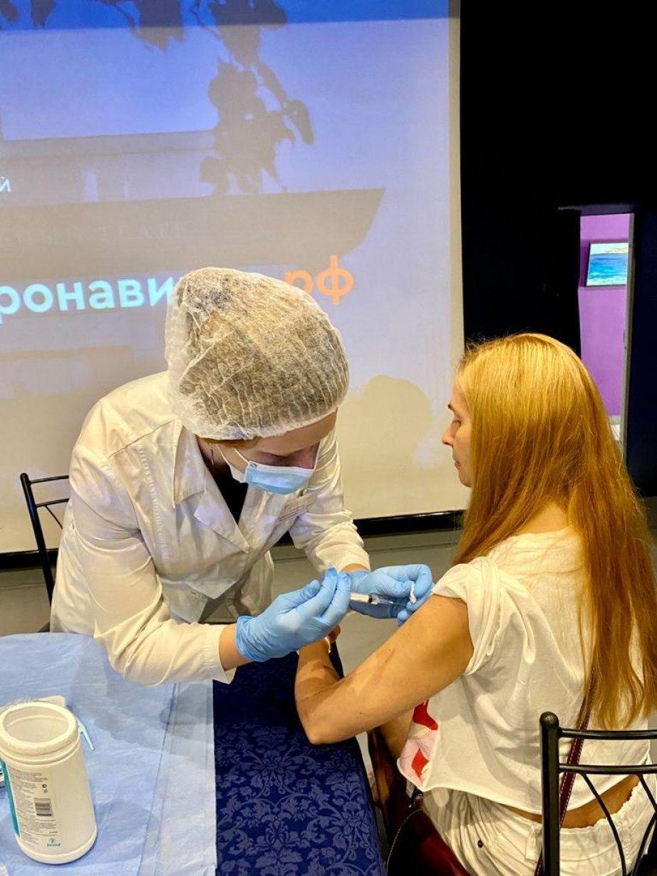 Выездные бригады активно вакцинируют от COVID-19 Хабаровский край