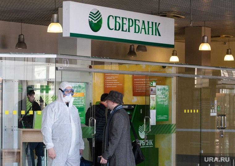Вакцинация от коронавируса стартует в банках и ТЦ