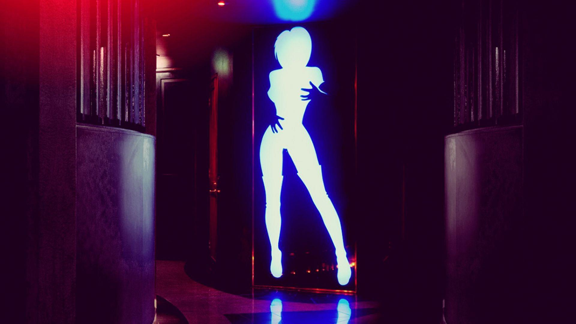 Glow Lashes Strip Club