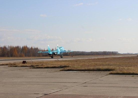 Истребители-бомбардировщики Су-34 и Су-24М2 провели учения в Хабаровском крае