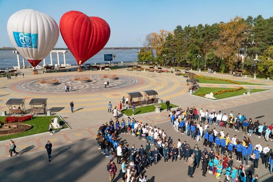Флешмоб в честь 80-летия системы профессионального технического образования прошел в Хабаровске