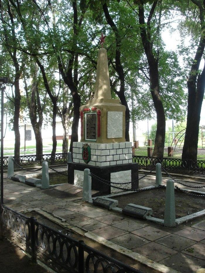 Братская могила Мелькова, Белявского, Новожилова и Крайцинова